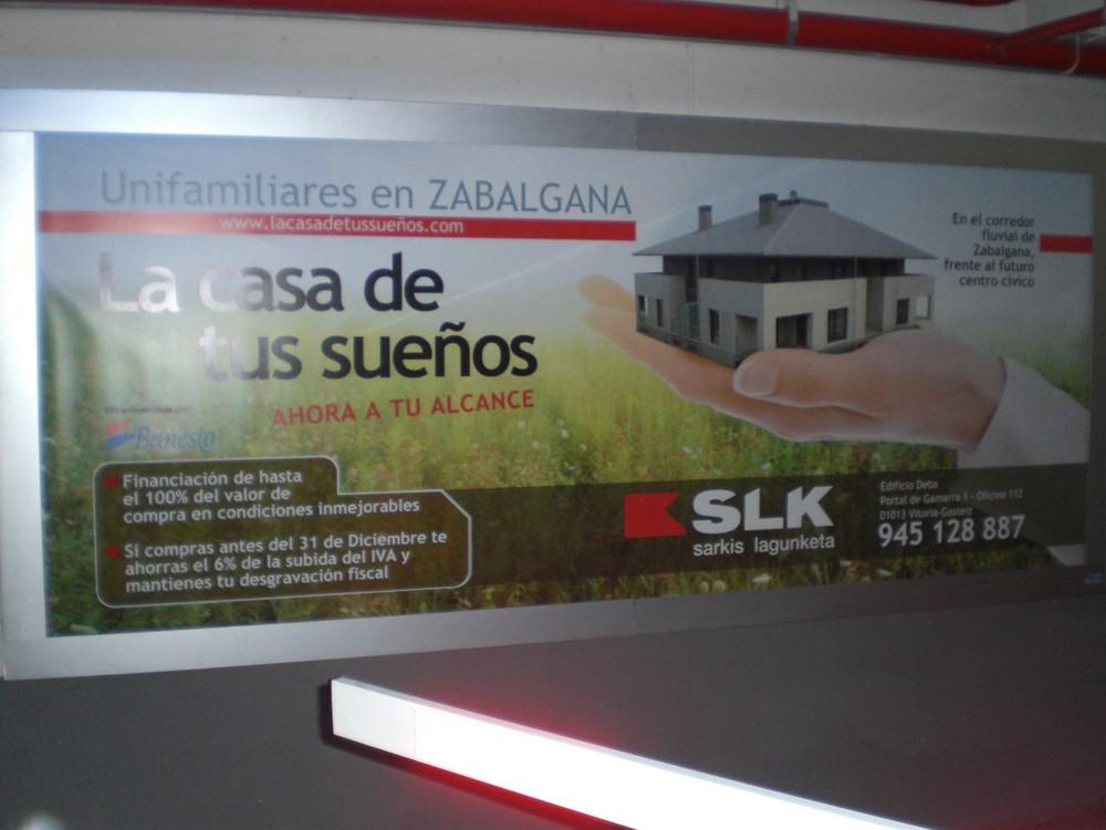 Lonas publicitarias Sarkis Lagunketa Vitoria-Gasteiz | ICÓNICA | Expertos en rotulación en Vitoria-Gasteiz