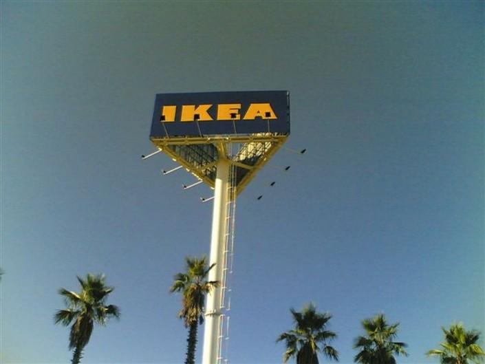Monopostes IKEA Sevilla | ICÓNICA | Expertos en rotulación en Vitoria-Gasteiz