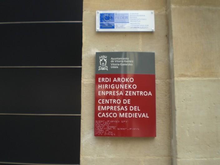 Señalética Ayuntamiento de Vitoria-Gasteiz | ICÓNICA | Rótulos en Vitoria-Gasteiz | Expertos en rotulación