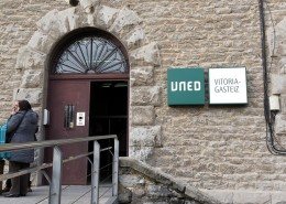 Señalética UNED en Vitoria-Gasteiz   ICÓNICA   Rótulos en Vitoria-Gasteiz   Expertos en rotulación