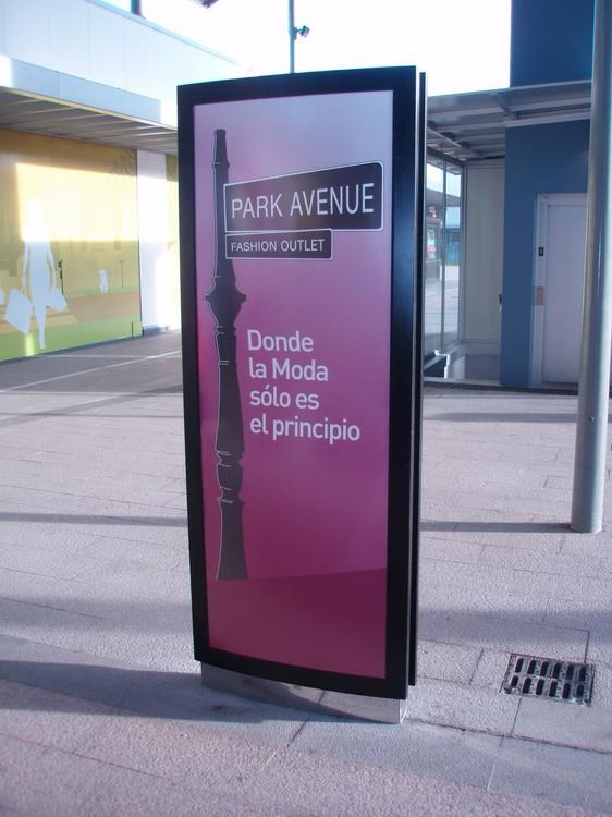 Tótems Megapark Barakaldo | ICÓNICA | Expertos en rotulación en Vitoria-Gasteiz