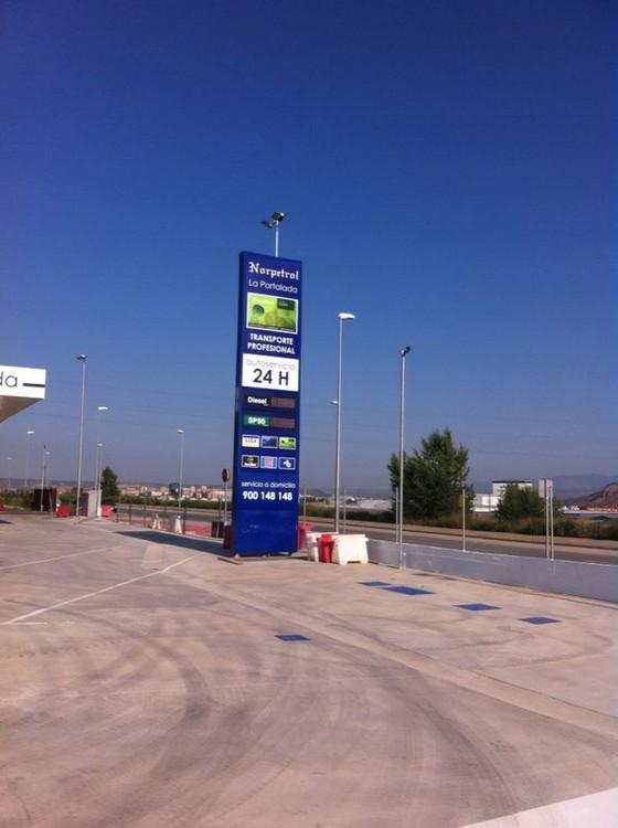 Tótems Norpetrol Logroño | ICÓNICA | Expertos en rotulación en Vitoria-Gasteiz