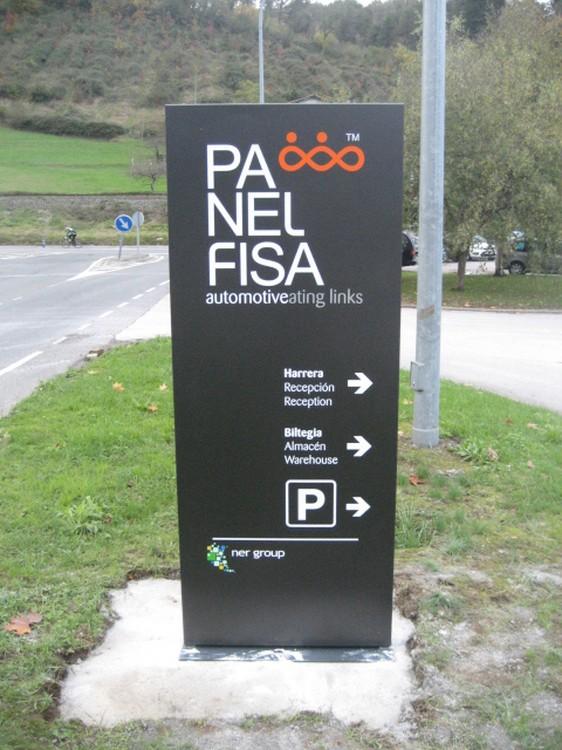 Tótems Panelfisa Irún | ICÓNICA | Expertos en rotulación en Vitoria-Gasteiz