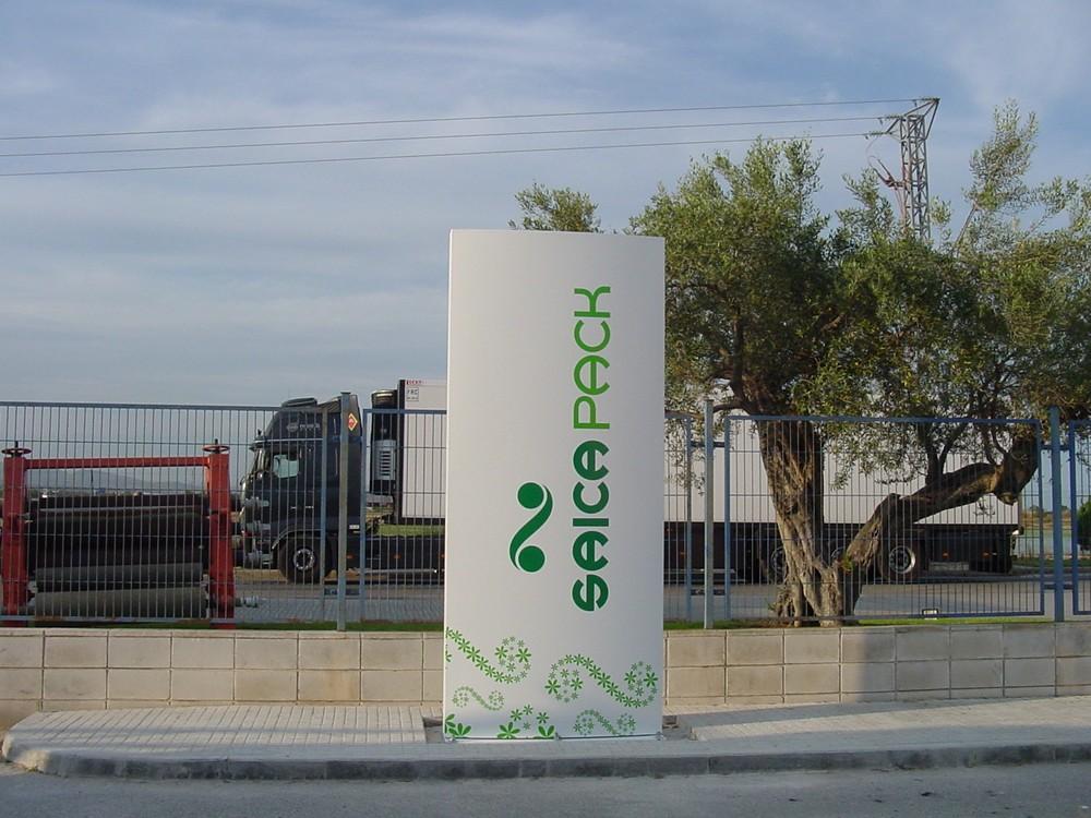 Tótems Saica Poitiers | ICÓNICA | Expertos en rotulación en Vitoria-Gasteiz