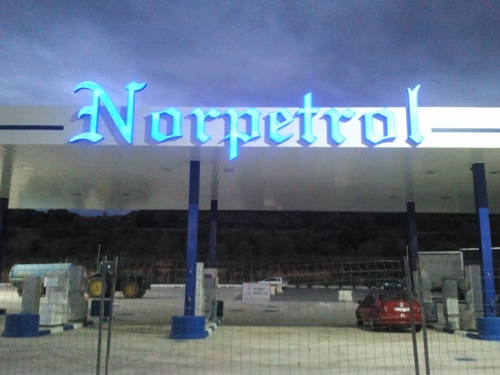letras corporeas luminosas norpetrol logroño