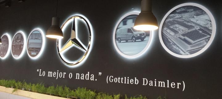 Actualización de la imagen corporativa del hall de recepción de la fábrica de Mercedes Benz en Vitoria-Gasteiz | ICÓNICA