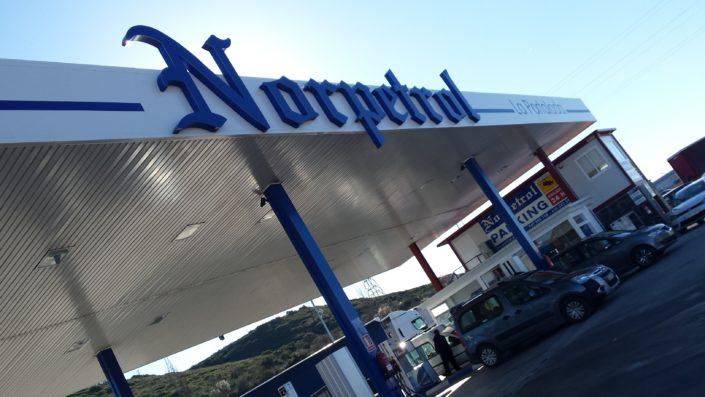 Rotulación de gasolineras | ICÓNICA | Expertos en rotulación de estaciones de servicio